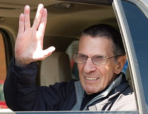 Leonard Nimoy gives the Vulcan salute in the town of Vulcan, Alberta