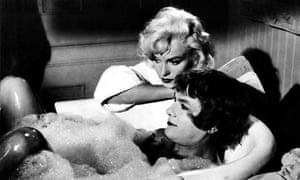 Tony Curtis in Some Like It Hot w Marilyn Monroe