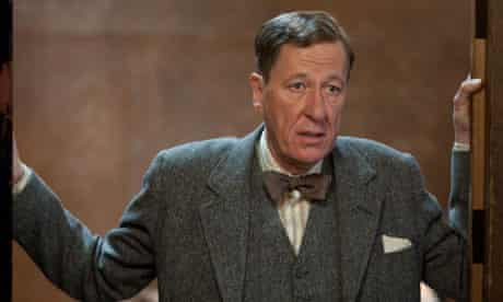 GEOFFREY RUSH as Lionel Logue in THE KING'S SPEECH.  film still