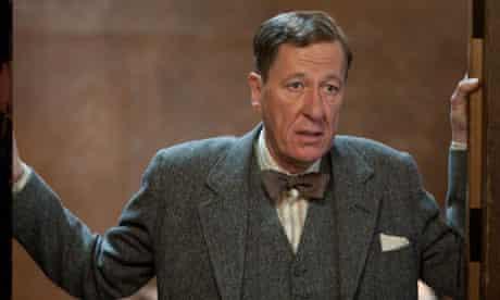 GEOFFREY RUSH as Lionel Logue in THE KING'S SPEECH.  film still