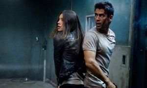 Jessica Biel and Colin Farrell in Total Recall