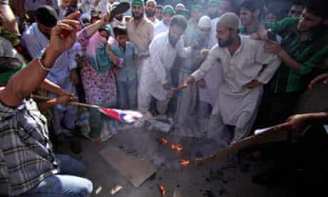 Indian protesters burn US flag against Innocence of Muslims film