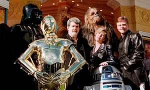 Star Wars: George Lucas with Carrie Fisher, Mark Hamill, Darth Vader, 3CPO, R2D2 & Chewbacca in 1997