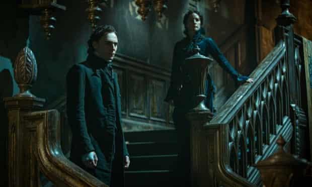 Tom Hiddleston and Jessica Chastain in Crimson Peak