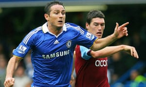 Gareth Barry (R) and Frank Lampard