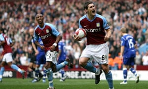 Aston Villa's Gareth Barry (right) celebrates after scoring the equaliser against Everton.