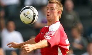 Simon Cox scored 32 times for Swindon Town last season