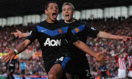 Manchester United's Javier Hernández celebrates with Darren Fletcher