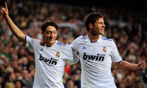 Real Madrid's Mesut Ozil celebrates with Xabi Alonso after scoring against Atlético at the Bernabéu