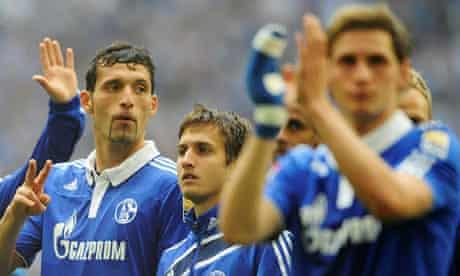Kevin Kuranyi and team-mates applaud the fans after Schalke's defeat to Werder Bremen