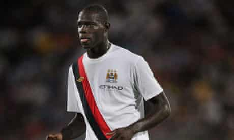 Manchester City's Mario Balotelli hopes to play against Liverpool after shaking off a knee injury.