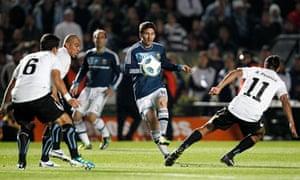 Lionel Messi crosses to Gonzalo Higuain