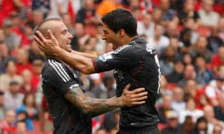 Luis Suárez and Raul Meireles celebrate Liverpool's second goal at Arsenal