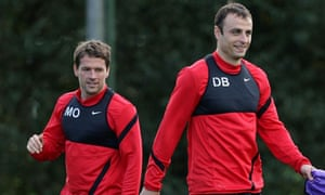 Dimitar Berbatov, right, trains alongside his Manchester United team-mate Michael Owen