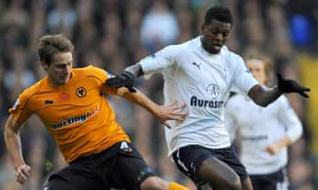 Emmanuel Adebayor tangles with David Edwards