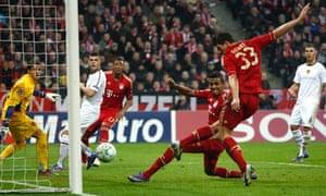 Mario Gomez scores Bayern Munich third