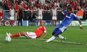 Salomon Kalou puts Chelsea ahead against Benfica in Lisbon
