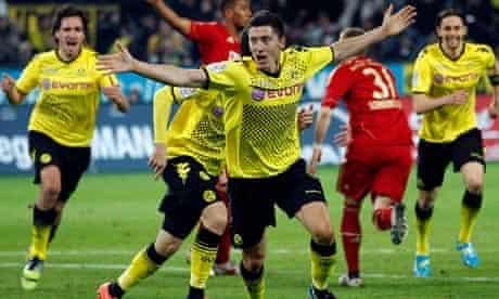 Borussia Dortmund's Robert Lewandowski celebrates scoring a late winner against Bayern Munich
