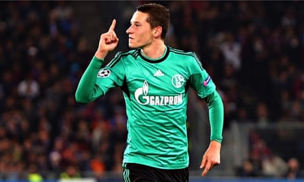Schalke's Julian Draxler, who has been linked to Arsenal, is used to a deep, attacking midfield role
