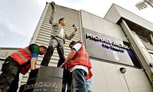 Michael-Jackson-statue-Fulham