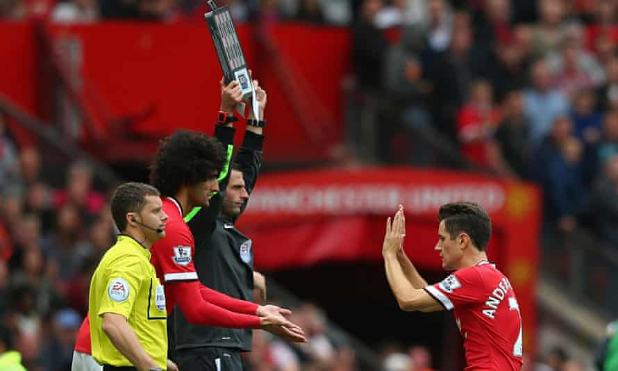 Marouane Fellaini replaced Ander Herrera in Manchester United's game against Swansea City