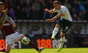 Harry Kane, who was given the Tottenham captaincy against Burnley, tries his luck with a shot