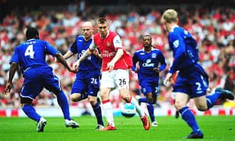 Nicklas Bendtner of Arsenal takes on the Everton defence
