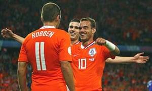Arjen Robben celebrates his goal