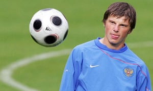 Andrei Arshavin trains ahead of Russia's game with Sweden