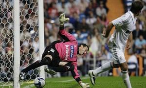 Rafael Van der Vaart scores for Real Madrid