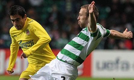 Andreas Hinkel holds off Villarreal midfielder Ariel Ibagaza
