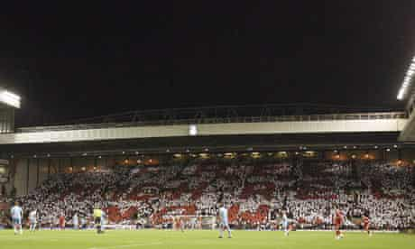 The Kop protests against the imprisonment of Michael Shields