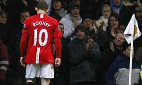 Wayne Rooney leaves the pitch injured