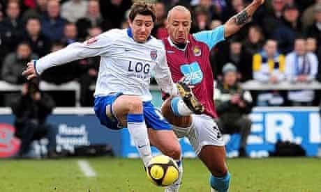 Joel Porter battles for the ball with Julian Faubert