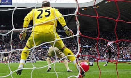 Sunderland's Darren Bent scores