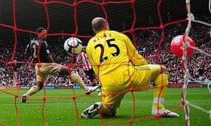 Darren Bent scores for Sunderland - via a balloon deflection