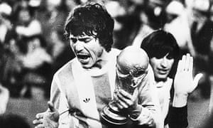 Daniel Passarella with the World Cup after Argentina's 3-1 victory over Holland in 1978