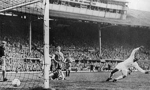 Alfredo di Stefano scores in the 1960 European Cup final