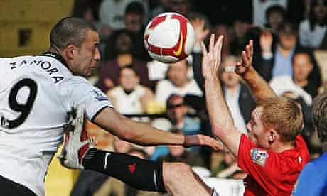 Manchester United's Paul Scholes, right, concedes a penalty at Fulham and is sent off