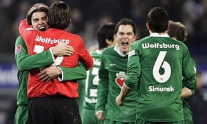 Wolfsburg's players celebrate after beating Hamburg