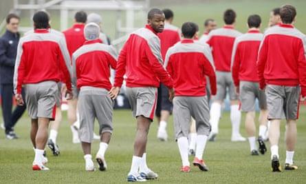 Darren Bent has left England training after picking up an injury