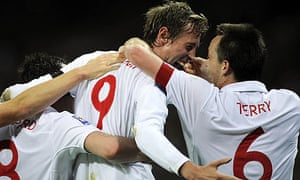 Peter Crouch celebrates with Frank Lampard and John Terry