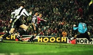 Stan Collymore scores Liverpool's winner
