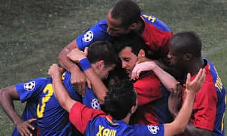 Barcelona's players celebrate with Samuel Eto'o after going 1-0 up against Man Utd