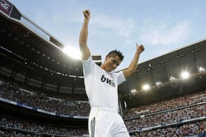 Cristiano Ronaldo: Cristiano Ronaldo acknowledges the fans during his Real Madrid unveiling