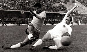 Garrincha beats Wilson