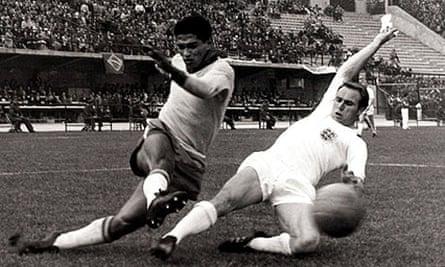 Garrincha beats Wilson