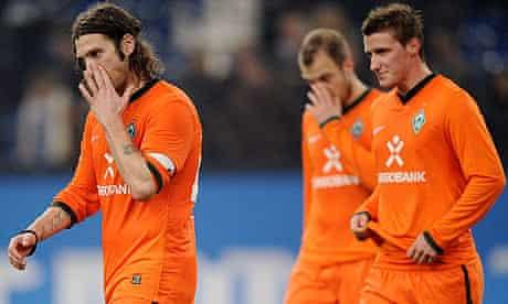 Torsten Frings leads his Werder Bremen colleagues off the field