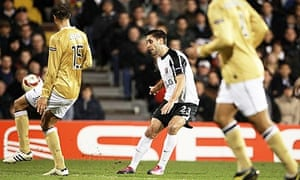 Clint Dempsey chips Fulham winner in their 4-1 victory against Juventus in the Europa League
