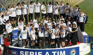 Inter players celebrate winning the Scudetto
